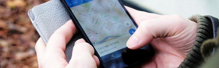 Handy mit Strassenkarte